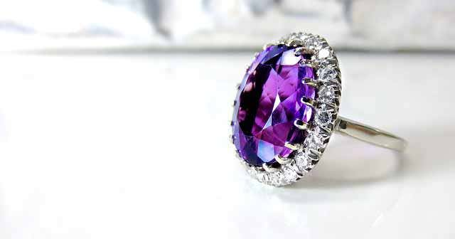 round purple cocktail ring and how to wear dinner rings
